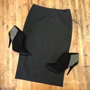 Vince Camuto fitted gray midi pencil bodycon skirt